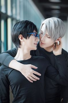 Yuuri Katsuki & Victor Nikiforov cosplay! (I love these two cosplayers)