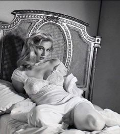 Here is the late Anita Ekberg by American glamour photographer Peter Basch. I am not the author of these images. Anita Ekberg, Anita Pallenberg, Vintage Hollywood, Classic Hollywood, Photo Star, Julie Newmar, Glamour Photographers, Ursula Andress, Actrices Hollywood