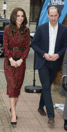 Kate Middleton usa vestido vermelho e verde de R$1,6 mil durante almoço natalino, em Londres (Foto: Getty Image)