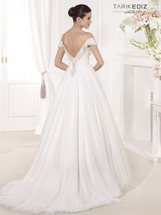 Tarik Ediz Wedding Dresses 2014 Collection Part I. To see more: http://www.modwedding.com/2014/08/05/tarik-ediz-wedding-dresses-2014-collection-part/ #wedding #weddings #wedding_dress