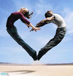 Grâce à un peu de souplesse, l'amour peut vous faire faire des tas de choses.