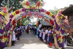 School children ready to welcome Mr. Onno Ruhl upon his arrival at Chandipur Gram Panchayat