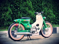 I would love to build one of these, totally cool little scooters Honda Cub, C90 Honda, Motos Honda, Honda Bikes, Tron Bike, Moped Bike, Motorcycle Icon, Cafe Racer Motorcycle, Custom Moped