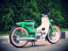 """Green Honda Streetcub """"Hulk"""""""