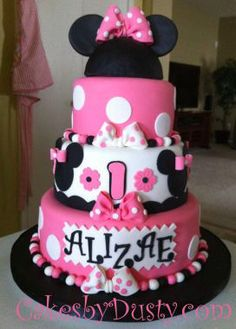 Sophia would have loved this for her birthday cake. She loves Minnie Mouse! Not sure that I am talented enough to do this.
