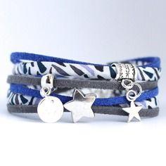 Bracelet liberty tissu graphique bleu blanc gris et suédine, breloques métal argenté