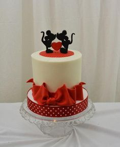6 inch finished in butterccream with fondant accents. Made for a couple who work(ed) at Disney.|sugarpixy