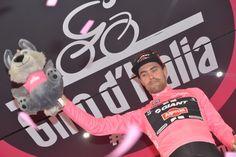 Tom Dumoulin sempre in rosa...