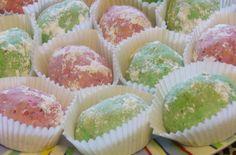 Môj sladký život v Koláčikove: Orechovo-kávové vajíčka plnené bielou čokoládou Mini Cupcakes, Muffin, Breakfast, Desserts, Food, Morning Coffee, Tailgate Desserts, Deserts, Essen