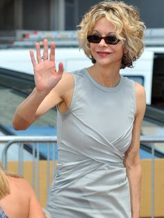 meg_ryan_sunglasses_grey_top.jpg 968×1,290 pixels