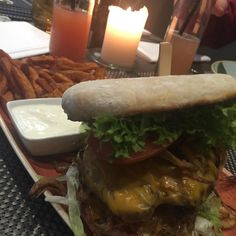 #bremen #q1 #burgerlove #fitness #lowcarb #foodporn #foodie #burger #lowcarb #sweetpotatofries #mittag #fitfam by sienanntenihnbambi