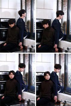 Không chỉ trên phim mà ngoài đời, Gong Yoo và Lee Dong Wook cũng vô cùng thân thiết. Không khó bắt gặp những khoảnh khắc tình tứ của cả hai mĩ nam trong hậu trường.