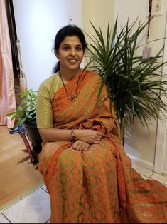 Bengal Looms Diva: Jyothi from New Jersey looking absolutely fabulous in her Jamdani Saree from Bengal Looms. Thank you Jyothi for sharing this lovely pic with us.