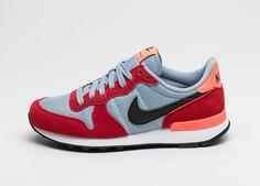 Suede / mesh upper Waffle outsole Nach der Ersterscheinung des Nike Internationalist Ende der 70iger Jahre spielte die Running Legende fernab von sämtlichen Laufstrecken 1985 seine bislang vermeintl