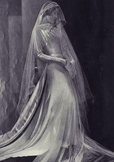 Circa 1930s couture wedding dress. Gorgeous!