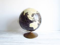 Vintage Black Globe Rand McNally 1963. $ 80.00, via Etsy.