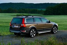 Who doesn't love a Volvo wagon? I heart...Valli wants this Valvo!