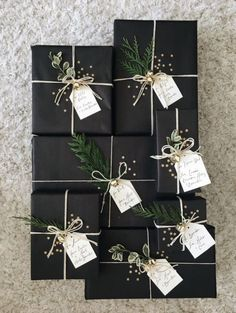 27 Free & Gorgeous DIY Christmas Gift Wrapping in 5 Minutes — remajacantik Beautiful & super easy DIY Christmas gift wrapping ideas, using upcycled brown paper & free natural materials to create festive designs that everyone loves! Noel Christmas, Winter Christmas, All Things Christmas, Christmas Crafts, Christmas Decorations, Christmas Gift Ideas, Elegant Christmas, Christmas Centerpieces, Black Christmas Trees