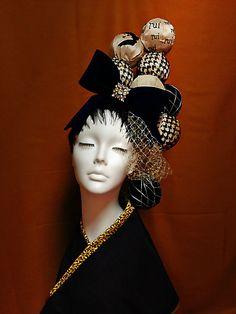 てまりをモチーフに製作した和装髪飾りです。展示作品「ruiの日常」にて着用。てまりの一つにそれぞれイメージを変えた手刺繍のチャップリンがいます。リボンには高級...|ハンドメイド、手作り、手仕事品の通販・販売・購入ならCreema。 Shades Of Green, Hair Pieces, Fasion, Creema, Ulzzang, Hair Makeup, Kimono, Japan, Inspired