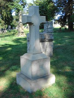 She was the actress on stage when Abraham Lincoln was shot at Ford's Theatre. American Civil War, American History, Famous Tombstones, Greenwood Cemetery, Gettysburg Address, Famous Graves, Graveyards, God Bless America, Abraham Lincoln