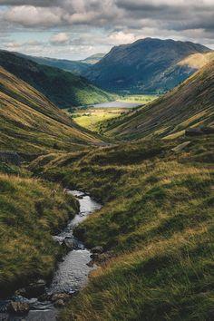 De Kirkstone Pass in het Lake District, Engeland is één van de mooiste routes van dit gebied om te rijden tijdens de roadtrip.