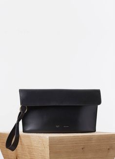 CURVED EVENING CLUTCH IN BLACK PALMELATO CALFSKIN - Spring / Summer Runway 2015 collections - Leather Accessories | CÉLINE