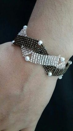 Beautiful Intertwining Bracelet