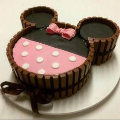Ideia linda para um bolo kit kat da Minnie por @deias!!!! Ainda faço! ;)