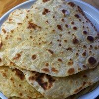 Flatbread Recipe No Yeast – how to make flatbreads with just 2 ingredients Easy Flatbread recipe without yeast (no yeast) and just two ingredients by Theo Michaels Turkish Flatbread Recipe, Flatbread Recipe No Yeast, Easy Flatbread Recipes, Recipes With Naan Bread, Banana Bread Recipes, Flatbread Ideas, Greek Flat Bread Recipe, Turkish Flat Bread, Vegetarian