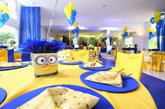minion centerpiece Minion Baby, Minion Theme, Minion Birthday, Holiday Party Themes, Birthday Party Decorations, Party Ideas, Minion Centerpieces, Despicable Me Party, 3rd Birthday Parties