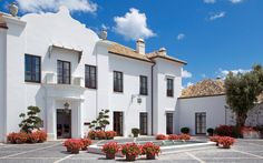 Villa Cortesin is a luxury villa with four bedrooms close to Marbella, with private pool and facilities on its doorstep. Honeymoon Style, Honeymoon Hotels, Spain Honeymoon, Honeymoon Ideas, Malaga, Hotel Marbella, Marbella Spain, Hotel Boutique, Spanish Style Homes