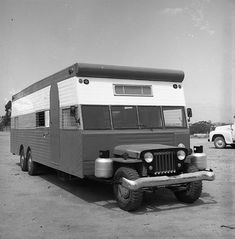 Jeep flatfender camper, so ugly I like it. Jeep Willys, Camper Caravan, Truck Camper, Camper Trailers, Motorcycle Camping, Camping Gear, Camping Signs, Camping Guide, Station Wagon