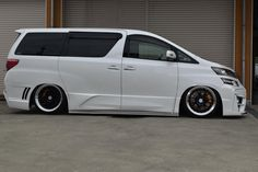 Toyota Alphard, Luxury Van, Custom Cars, Jdm, Vans, Street, Vehicles, Sports, Car Audio