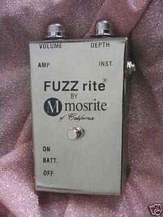 This kit is a Vintage Mosrite™ Fuzzrite™ Replica. Guitar Effects Pedals, Guitar Pedals, Pedalboard, Fuzz, Cool Guitar, Bass, Instruments, Places, Guitar