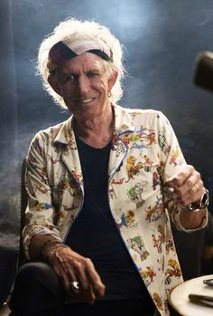 Funny anecdote: Rolling Stones rocker Keith Richards (above) has revealed that the late Chuck Berry once punched him for playing his guitar Rolling Stones Logo, Like A Rolling Stone, Rolling Stones Keith Richards, Funny Anecdotes, Rollin Stones, Ron Woods, Ronnie Wood, King Richard, Muddy Waters