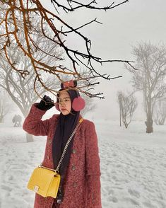 Discover recipes, home ideas, style inspiration and other ideas to try. Foto Bts, My Sister, Besties, Winter Hats, Satchel, Entertainment, Style Inspiration, Fashion Outfits, Wallpaper