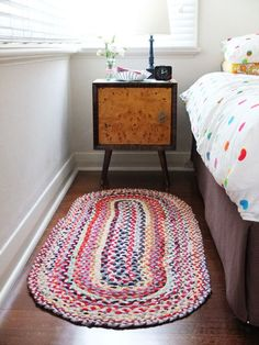 How to make an oval braided rug from old t-shirts. I don't have many t shirts kicking around, but I could grab a bunch at Goodwill