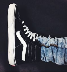 trendy how to wear vans nike free Adidas Shoes Outlet, Vans Shoes, Shoes Sneakers, Nike Outlet, High Top Vans, High Top Sneakers, How To Wear Vans, Vans Outfit, Site Nike