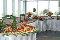 Wedding Fruit Tables #simplydelicious Buffet Set Up, Buffet Tables, Fruit Platters, Party Platters, Fruit Tables, Fruit Displays, Presentation, Appetizers, Tray