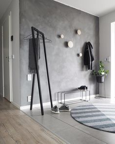 budget friendly home decor ideas 00029 ~ Gorgeous House Wood Hooks, Diy Apartment Decor, Grey Walls, Wood Walls, Girl Room, Entryway Decor, Cool Furniture, Decorating Your Home, Home Furnishings