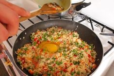 Rizs zöldséggel, kínai módra Fried Rice, Ethnic Recipes, Kitchen, Red Peppers, Cucina, Cooking, Kitchens, Nasi Goreng, Stove