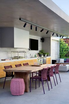 Decorated in a modern balcony with leisure area and seating area. Sunken Patio, Dinner Room, Wooden Dining Tables, Cuisines Design, Interior Design Studio, Modern Kitchen Design, Beautiful Kitchens, Kitchen Dining, Outdoor Furniture Sets