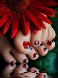 ladybug toes - must try this with my grandaughters!