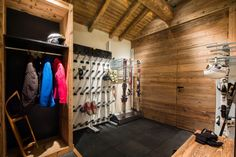 Must hv boot dryer to right of door by closet. Chalet Meribel by Damien Carreres Ski Chalet, Chalet Style, Lodge Style, Modern Lodge, Home Modern, Chalet Meribel, Cabin Design, House Design, Puy Saint Vincent