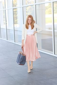 30 Cute Fall Outfit Ideas That Totally Work for Women Pink Skirt Outfits, Pleated Skirt Outfit, Maxi Dress With Sleeves, Fall Outfits, Pleated Skirts, Corset Dresses, Prom Dresses, White Sheath Dress, Smart Casual Outfit