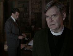 Reverend Wakefield (James Fleet) and Frank Randall (Tobias Menzies) in Season Two of Outlander on Staz | Through A Glass, Darkly via http://kissthemgoodbye.net/PeriodDrama/thumbnails.php?album=535