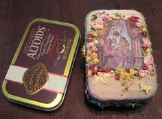 Here is an altoid tin needle box made from a kit I purchased from RibbonSmyth. Sewing Hacks, Sewing Tips, Sewing Ideas, Altered Tins, Altoids Tins, Arts And Crafts, Diy Crafts, Assemblage Art, Tin Boxes