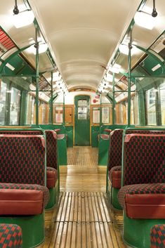Take a ride on the Piccadilly line in a restored 1938 art deco tube train Underground Tube, London Underground, Tube Train, Architecture Restaurant, London Transport Museum, Art Deco, Train Art, Old London, Vintage London