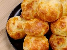 Gougères faciles - The Best Breakfast and Brunch Spots in the Twin Cities - Mpls. Gougeres Recipe, Appetizer Recipes, Dinner Recipes, Snacks Für Party, Football Food, Yogurt, Food And Drink, Cooking Recipes, Breakfast