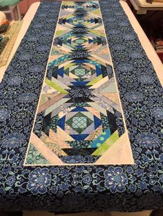 pineapple tablerunner waiting to be quilted Table Runner And Placemats, Table Runner Pattern, Quilted Table Runners, Quilt Block Patterns, Pattern Blocks, Quilt Blocks, Pillow Patterns, Quilting Projects, Sewing Projects
